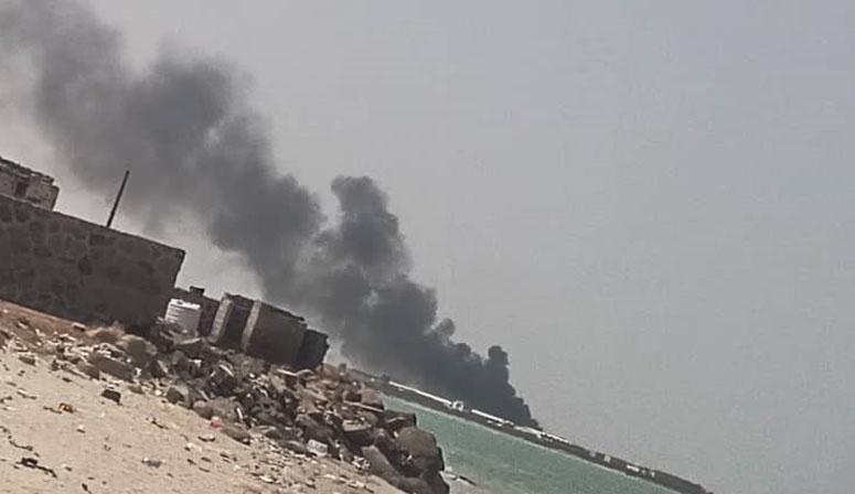 الحوثيون يستقبلون المبعوث الأممي بالهجوم على ميناء المخا بـ4 صواريخ بالستية و3 طائرات مسيرة