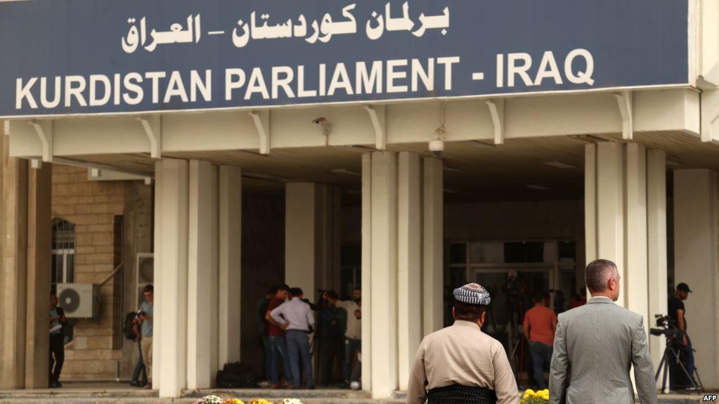 برلمان كردستان يقرر تجميد صلاحيات رئيس الإقليم