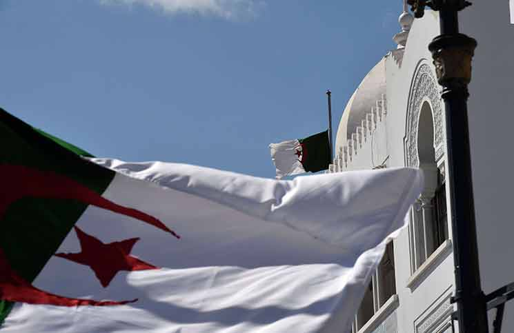 حرب كلامية بين الجزائر وفرنسا بسبب عملاء الاستعمار