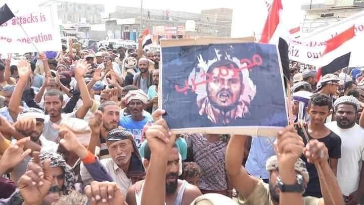مسيرة حاشدة في المخا للتنديد بالإرهاب الحوثي