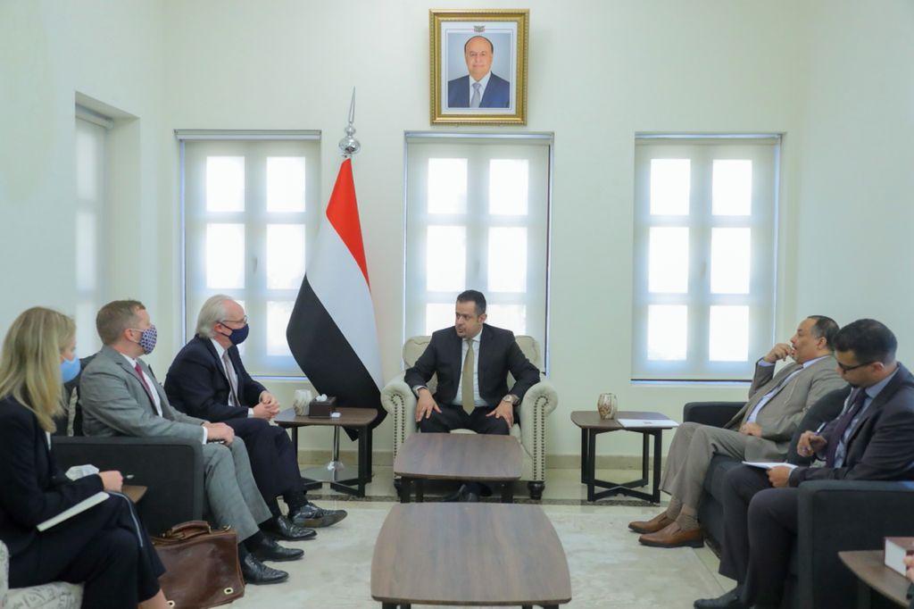 المبعوث الأمريكي ورئيس الحكومة اليمنية يتفقان على وقف فوري للحرب.. وسط تقدم ميداني للحوثيين