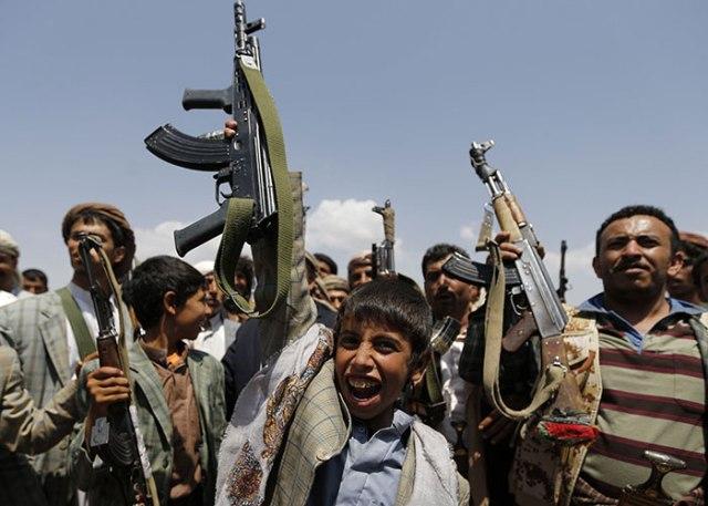 الحوثيون يلغون إجازات الأعياد الوطنية ويستبدلونها بفعاليات طائفية