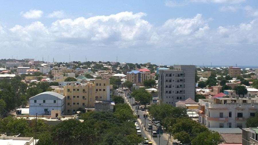 الصومال.. 7 قتلى في تفجير انتحاري استهدف مقهى غربي مقديشو