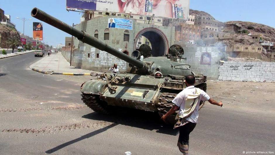 مسلحون يغتالون ضابطًا كبيرًا ومرافقه في عدن